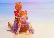 Happy father and son snorkeling on tropical beach Royalty Free Stock Photography