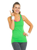 Happy fitness young woman pointing on copy space Royalty Free Stock Photos