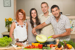 Happy friends cooking dinner Royalty Free Stock Images