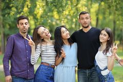 Free Happy Friends Men And Women With Facial Expressions And Gestures Royalty Free Stock Photos - 101348628
