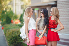 Happy friends with shopping bags ready to shopping Royalty Free Stock Photo