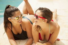 Happy friends in swimming pool Royalty Free Stock Photos