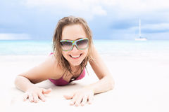 Happy girl enjoys the beach Royalty Free Stock Photos