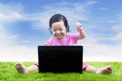 Happy girl learning computer Royalty Free Stock Photos