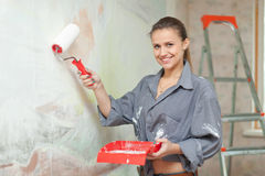 Happy girl paints wall Royalty Free Stock Photos