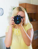 Happy girl with professional photocamera Royalty Free Stock Photos