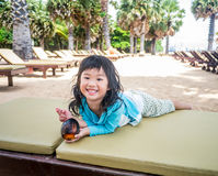 Happy girl traveling to the beach Royalty Free Stock Photos