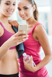 Happy girls using a fitness app Royalty Free Stock Images