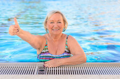 Happy healthy senior woman giving a thumbs up Royalty Free Stock Photos