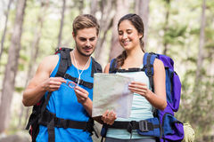 Happy hikers looking at map Royalty Free Stock Images