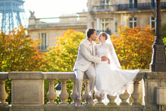 Happy just married couple in Paris Royalty Free Stock Images