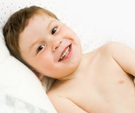 Happy kid in a bed Royalty Free Stock Photos
