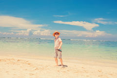 Happy kid boy in summer hat and hipster sunglasses Royalty Free Stock Photos