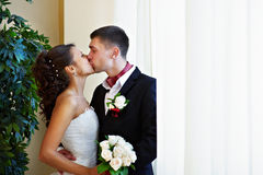 Happy kiss bride and groom Royalty Free Stock Photography