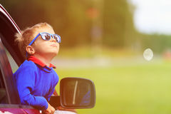 Happy little boy travel by car in summer Stock Photos