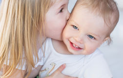 Happy little brother and sister Royalty Free Stock Photos