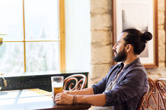Happy man drinking beer at bar or pub Royalty Free Stock Photos