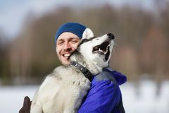Happy man with a husky Royalty Free Stock Photos