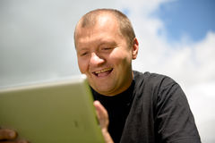 Happy man with ipad (tablet computer) Royalty Free Stock Photography