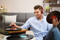 Free Happy Man Listening To Music With Turntable Royalty Free Stock Photo - 222276435