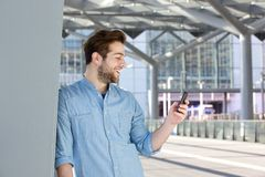 Happy man looking at mobile phone Royalty Free Stock Photography