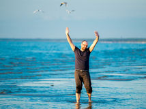 Happy man near ocean Royalty Free Stock Photos
