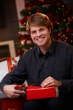 Happy man wrapping christmas presents Royalty Free Stock Photos
