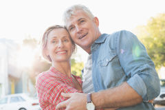 Happy mature couple hugging in the city Royalty Free Stock Images
