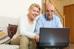 Happy mature couple  with laptop Royalty Free Stock Photography