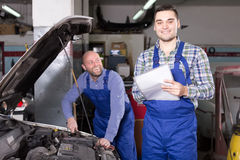 Happy mechanic and insurance agent Royalty Free Stock Images