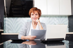 Happy mid businesswoman Royalty Free Stock Images