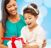 Happy mother and child girl with gift box Royalty Free Stock Photography