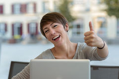 Happy motivated businesswoman giving a thumbs up Royalty Free Stock Photos