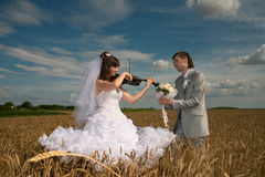 Happy newly-married couple Royalty Free Stock Images