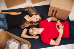 Happy newlyweds moving in Royalty Free Stock Photos