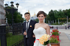 The happy newlyweds on a walk through the city Royalty Free Stock Image