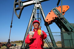 Happy Oil Worker With Money and Pump Jack Royalty Free Stock Photos