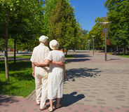 The happy old couple in the summer on a walk Royalty Free Stock Photography