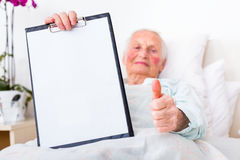 Happy patient holding copyspace Royalty Free Stock Photography