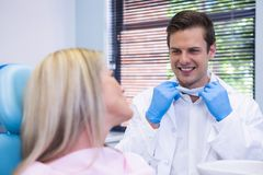 Happy patient talking with dentist Royalty Free Stock Photos