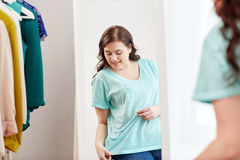 Happy plus size woman posing at home mirror Royalty Free Stock Photos