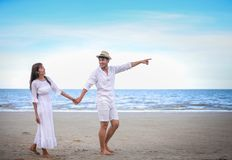 Free Happy Romantic Couples Lover Holding Hands Together Walking On The Beach Royalty Free Stock Photos - 168263698