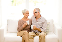 Happy senior couple with cups at home Royalty Free Stock Photos