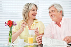Happy senior couple eating Royalty Free Stock Photos