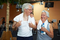 Happy senior couple in gym Stock Photography