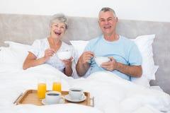 Happy senior couple having breakfast in bed Royalty Free Stock Photos