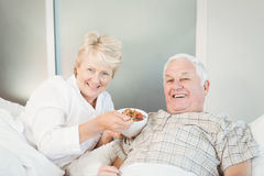Happy senior couple having breakfast in bed Royalty Free Stock Photos