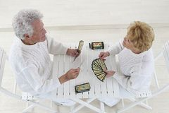 Happy senior couple playing cards game Royalty Free Stock Photography