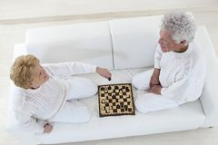 Happy senior couple playing chess Royalty Free Stock Photo