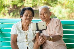 Happy senior couple posing for a selfie Royalty Free Stock Photography